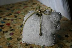 Hand embroidered vintage linen wedding ring by BlackCatCreativeStd, €35.00