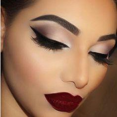 Οι πιο δημοφιλείς ετικέτες γι αυτήν την εικόνα συμπεριλαμβάνουν: makeup, beauty, make up και lips