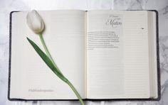Hoy es un buen día para comenzar a leer la #Biblia. Dejar que la Palabra de Dios guíe tu diario caminar.  Aquí puedes encontrar tu #BibliadeApuntes bit.ly/bdadistLA Instagram Posts, Walking, Good Morning, Word Of God, Diary Book, Words