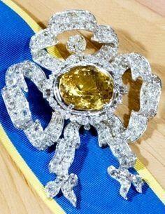 Sapphire Stomacher (set with citrine) ♕ Dutch Royal Jewel Foundation Royal Jewelry, Jewelry Show, Luxury Jewelry, Silver Jewelry, Silver Ring, Diamond Tiara, Diamond Jewelry, The Royal Collection, Tiaras And Crowns