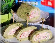 Закуска из крабовых палочек в острой шубе из авокадо. Ингредиенты: васаби, творожный сыр, икра судака
