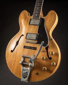 Best Acoustic Guitar, Cool Guitar, Gretsch, Epiphone, Gibson Es 335, Beautiful Guitars, Guitar Pedals, Guitar Design, Vintage Guitars