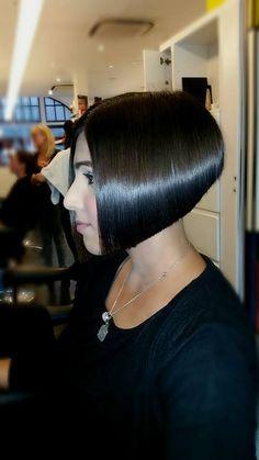 Stacked Bob Hairstyles, Short Bob Haircuts, Trendy Hairstyles, Short Hair Cuts, Short Hair Styles, Wild Hair, Hair Inspiration, Hair Beauty, Lisa Gonzales