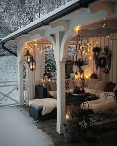 Home Decor Living Room What a cozy place amidst the snow . Decor Living Room What a cozy place amidst the snow . Style At Home, Salons Cosy, Cozy Place, Cozy Living Rooms, Outdoor Rooms, Outdoor Bedroom, Outdoor Living Spaces, Outdoor Curtains, Outdoor Areas