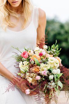 Colorful bridal bouquet | Something Blue – Wedding Photography | see more on:  http://burnettsboards.com/2015/07/destination-wedding-mallorca-start-finish/