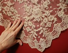 Brussels lace shawl Metropolitan Museum of Art de-accession