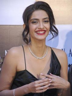 Beautiful and gorgeous bollywood actress: Hot boobs and cleavage of sonam kapoor Hot Actresses, Beautiful Actresses, Indian Actresses, Sonam Kapoor Photos, Ileana D'cruz Hot, Cleavage Hot, South Indian Actress, Hottest Photos, Bollywood Actress