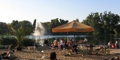 A beach bar where you can actually go for a swim, that's what the Weißensee Bathing Area has to offer.