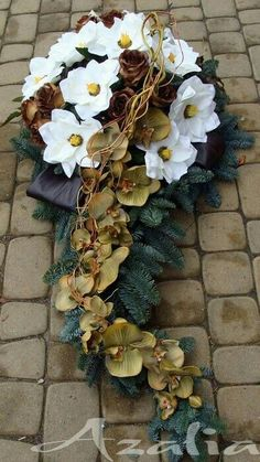 Funeral Flower Arrangements, Modern Flower Arrangements, Grave Flowers, Funeral Flowers, Garden Workshops, Grave Decorations, Sympathy Flowers, Arte Floral, Ikebana