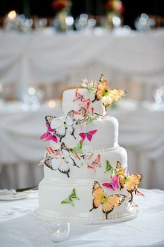 Floral Wedding Cakes butterfly wedding theme - Bing Images i-thee-wed Gorgeous Cakes, Pretty Cakes, Amazing Cakes, Bolo Artificial, Butterfly Wedding Theme, Butterfly Birthday, Floral Wedding, Kolaci I Torte, Butterfly Cakes