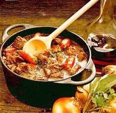 """""""Etuveé d'agneau"""" ofwel : stoofpotje lamsvlees. (Specialiteit van het departement Lot et Garonne)  Ingredienten: Lamsschouder (reken op ongeveer 100 / 15"""