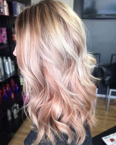 Totally obsessed with #rosegoldhair highlights! I want to do this really bad!  #rosegold #highlights #southernblonde #rosegoldhighlights