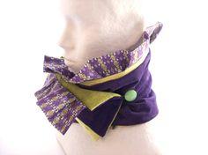 997e13b38107 echarpe ,col en velours vert et violet a volant violet motifs graphiques    Echarpe, foulard, cravate par tchai-walla