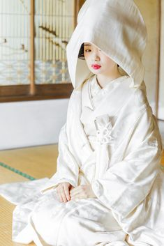 白無垢・綿帽子/衣裳らくや Japanese Wedding Kimono, Japanese Kimono, Traditional Kimono, Traditional Outfits, Japanese Beauty Hacks, Japanese Celebrations, Traditional Wedding Attire, Kimono Japan, Kimono Pattern