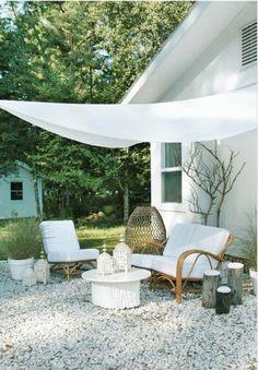 komfortable Gartenmöbel vor dem Haus