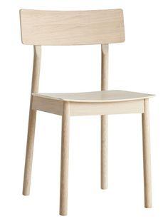 WOUD+-+Pause+Spisebordsstol+-+Eik+og+eikefiner+-+Elegant+og+stilren+spisebordsstol+i+hvitlakkeret+eik+fra+Woud.+Pause+spisebordsstolen+er+fremstillet+i+et+minimalistisk+og+enkelt+skandinavisk+design.+Setet+er+i+eikefinér+med+hvitpigmenteret+lakk,+og+både+ben+og+rygg+er+i+massiv+eik.+Med+en+Woud+spisebordsstol+sikrer+du+et+elegant+og+stilsikkert+look+i+ditt+kjøkken+eller+din+spisestue.+Kombinér+eventuelt+med+Pause+stoler+i+forskjellige+farger.