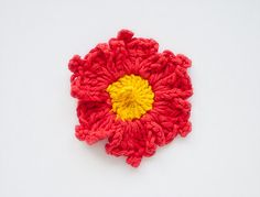 Free Crochet Pattern for this pretty red flower!