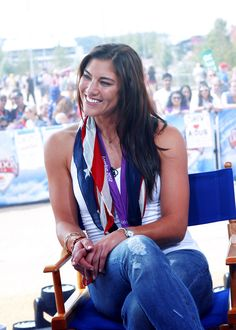 Hope Solo is one of the best female goalies in the whole world. She is really inspiring to me and I love watching her play soccer. She is absolutely stunning too. She is so pretty. I would love to meet her one day. Hope Solo, Soccer Games, Play Soccer, Soccer Usa, Beautiful Athletes, Alex Morgan, Le Jolie, Female Athletes, Women Athletes