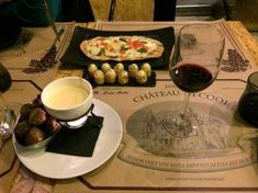 From elegant cocktail bars serving creative drinks to quirky tapas bars, we explore the best bars in Madrid, Spain's bustling metropolis. Tapas Menu, Tapas Bar, Fun Cocktails, Fun Drinks, Madrid, Best Tapas, Best Cocktail Bars, Dining Menu, Dry Bars