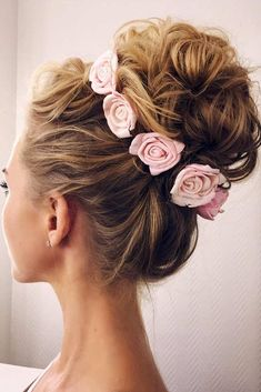 romantic updo bridal hairstyles with flower crown romantische hochsteckfrisuren brautfrisuren mit blumenkrone Up Hairstyles, Pretty Hairstyles, Wedding Hairstyles, Wedding Updo, Hairstyle Ideas, Quinceanera Hairstyles, Flower Hairstyles, Post Wedding, Wedding Photos