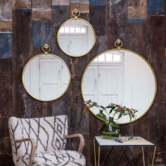 Leila is loving the Antiqued Gold Pendant Mirrors! Mirrors mounted in brass frames and lightly distressed for a vintage look. Create a beautiful composition of these mirrors of three different sizes on an empty wall💫 Black Round Mirror, Round Hanging Mirror, Circular Mirror, Round Mirrors, Gold Wall Decor, Brass Mirror, Living Room Mirrors, Gold Walls, Simple House