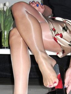 Love the sheer look of those nylons. And her lovely legs and feet! Stockings Heels, Nylon Stockings, Stilettos, High Heels, Nylons And Pantyhose, Lingerie, Women Legs, Female Feet, Women's Feet