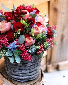 Reminds me of . Sola Wood Flowers, Table Flowers, Flowers Nature, Pretty Flowers, Fresh Flowers, Deco Floral, Arte Floral, Beautiful Flower Arrangements, Floral Arrangements