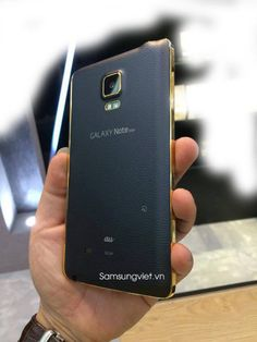 Samsung Galaxy Note Edge spotted with gold trim - https://www.aivanet.com/2014/12/samsung-galaxy-note-edge-spotted-with-gold-trim/