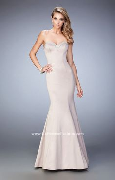 Shop La Femme evening gowns and prom dresses at Simply Dresses. Designer prom gowns, celebrity dresses, graduation and homecoming party dresses. Short Semi Formal Dresses, Open Back Prom Dresses, Prom Dresses For Sale, Designer Prom Dresses, Formal Gowns, Long Dresses, Dresser, Sexy Cocktail Dress, Sweetheart Prom Dress