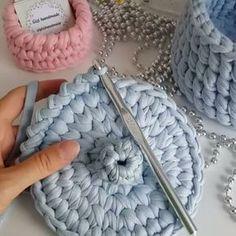 Aprendam como fazer um acabamento bonito nas peças...by @gizemhandmade #vídeoaulas #fiodemalha #crochet
