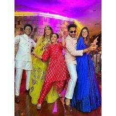 Check out all the fun-filled pictures from Anissa and Armaan's mehendi ceremony. Bollywood Gossip, Bollywood Fashion, Celebrity Weddings, Celebrity Style, Party Wear Indian Dresses, Sister Of The Groom, Mango Clothing, Mehendi Outfits, Groom Wear