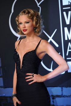 TSwift rocked an AMAZING faux bob for the VMAs. | How To Do Your Hair Like Taylor Swift At The VMAs