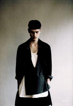 Dior Homme s/s 2011 Dark Fashion, Fashion Looks, Mens Fashion, Monochrome Fashion, Streetwear, Style Casual, Style Men, Mode Style, Models