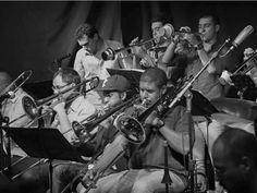 """O """"Festival Música Para Todos"""", idealizado pelo Coletivos Teatro da Vila, invade o Largo da Batata com 24 shows de música brasileira."""