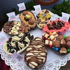 I wonder do you need healthy desserts? Luckily the best tips are in our post on the topic :) Healthy Desserts, Delicious Desserts, Yummy Food, Chocolate Birthday Cake Decoration, Junk Food Snacks, Snack Recipes, Dessert Recipes, Cupcakes, Easter Chocolate