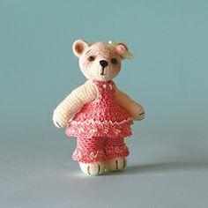 Cassie, A Tiny Crocheted Bear ☺ Free Crochet Pattern ☺
