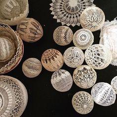 Необычное применение вязаных салфеток от французской художницы Maillo как вдохновение для творчества - Ярмарка Мастеров - ручная работа, handmade