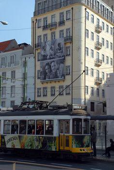 """""""TODOS – Exposição a céu aberto no MartimMoniz,"""" uma entrada em Imagens de Lisboa no espelho da fotografia"""