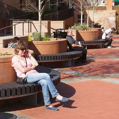 STREETLIFE R&R Circular Benches - All Black.R&R Circular benches made of recycled plastics. #StreetFurniture #Recycled #UrbanBench #Black