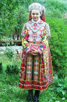 ahh hungarians Tribal Costume, Tribal Dress, Folk Costume, Folk Fashion, Ethnic Fashion, I Love Fashion, Boho Chic, Bohemian, Art Populaire
