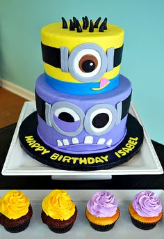 These minions might be from the hit movie Despicable Me but they are anything but despicable. In fact, they're just about the sweetest things around. Check out 15 of the best minions cak. Bolo Minion, Minion Cupcakes, Minion Birthday, Minion Party, Birthday Ideas, 3rd Birthday, Fancy Cakes, Cute Cakes, Pastel Minion