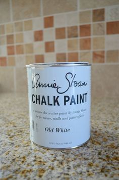 These easy to follow and simple 10 chalk painting tips and tricks will teach you how to use Annie Sloan chalk paint like a pro.