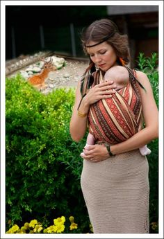 Zara - TRIspice-A perfect fit for all seasons - made of mercerized cotton in rust, brown and sand. Zara wraps are designed by Ellevill and produced in India. This is a three-coloured, jacquard woven wrap with a distinctive pattern. Mr Men, Baby Wrap Carrier, Woven Wrap, Pregnancy Care, Baby Wraps, Mothers Love, Mother And Child, Baby Accessories, Beautiful Patterns