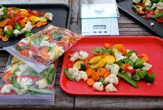 15 tips para almacenar y conservar la comida fresca Freezing Vegetables, Fried Vegetables, Fruits And Veggies, Batch Cooking, Freezer Cooking, Freezer Meals, Cooking Tips, Veggie Fries, Vegetable Stir Fry