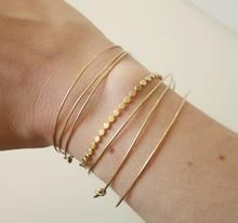 Bracelet Noël doré or fin – Sissi100fils bijoux #bracelet #bijoux #doré #bijoufaitmain Bracelets Fins, Bangles, Or, Delicate, Photos, Jewelry, Hand Made, Lobster Clasp, Brass