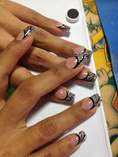 Plata y negro French Nails, French Manicure Nails, Glam Nails, Bling Nails, Pretty Nail Designs, Nail Designs Spring, Nail Art Designs, Nagel Stamping, Nagel Bling