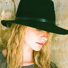 I am getting a hat like this - determined Cool Diy Projects, Craft Projects, Fashion Killa, Fashion Beauty, Melbourne Cup, Many Faces, Photo Craft, Shawls, Poppy