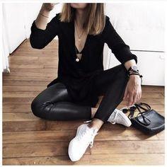 Los outfits minimalistas son una excelente opción para esos días en los que tienes ganas de lucir un look sencillo y hermoso a la vez, por eso hoy te quiero dar algunas opciones de combinaciones casuales usando solo blanco y negro que te harán ver de lo más linda, ¡te los súper recomiendo! Si tu […]