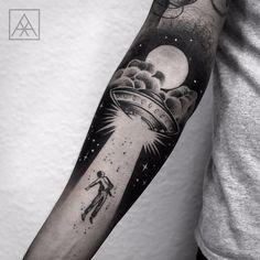 rafamarchetti | Abdução por Maxwell Alves! #MaxwellAlves #abduçao #ufo #ufotattoo #Blackwork #tatuadoresbrasileiros | Tattoodo