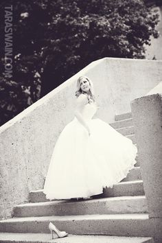 I so wish I'd taken a picture like this with my bridal portraits. How clever and cute!